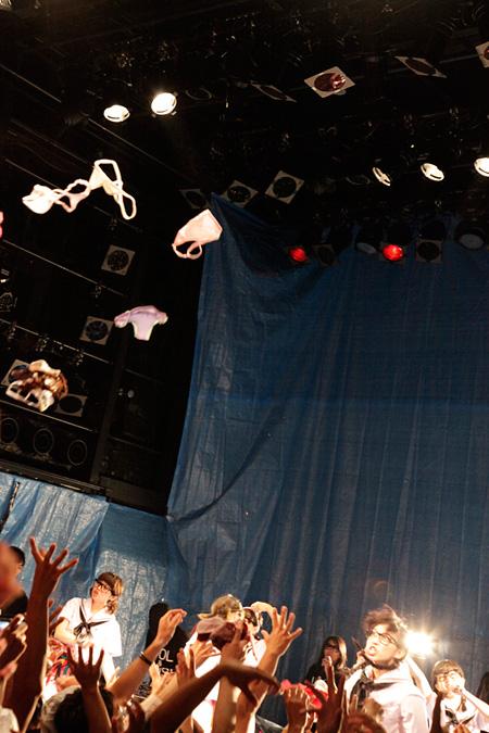 2013年8月7日に東京・渋谷WWWで開催されたBiS階段のライブの模様