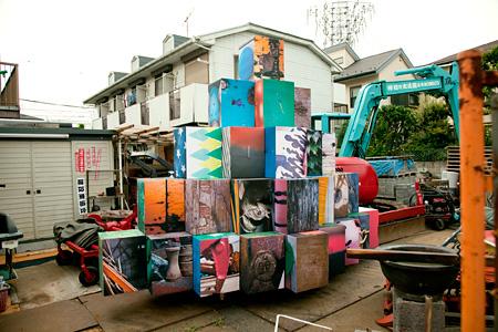 "飯川雄大『Decoratorcrab project ""Kichijoji""』2013"