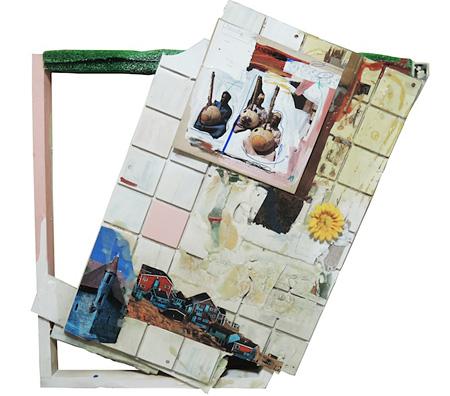 みなみりょうへい『Graffiti of Kora』100×94 cm、アクリル、ラッカー、ボンド、木材、プラスティックタイル板、人工芝、レコードジャケット、ポスター、造花、etc...、2014 ©みなみりょうへい(参考画像)