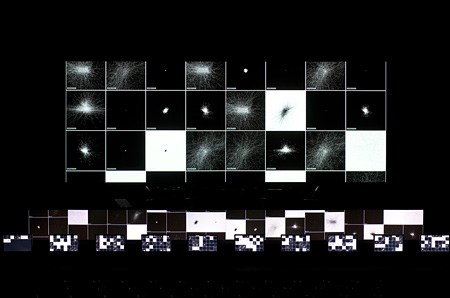 参考画像 Ryoji Ikeda 『superposition』 Oct. 25-26, 2013, KYOTO EXPERIMENT 2013, photo: Kazuo Fukunaga courtesy: Kyoto Experiment