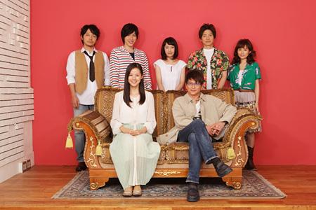 上段左から:柏原収史、神永圭佑、モリユイ、宮崎秋人、安倍なつみ、下段左から:小西真奈美、哀川翔 ©あの頃僕らはペニーレインで