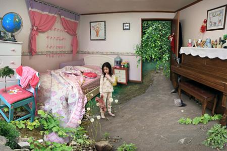 ウォン・ソンウォン『寝坊して』(「7歳の私」シリーズより)2010年 Cプリント 86×120cm