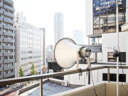 守章『終日中継局』 2012 屋外スピーカー、広帯域受信機、アンプ サイズ可変