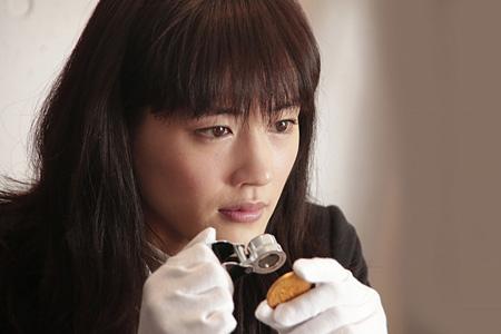 映画『万能鑑定士Q ―モナ・リザの瞳―』より ©2014映画「万能鑑定士Q」製作委員会
