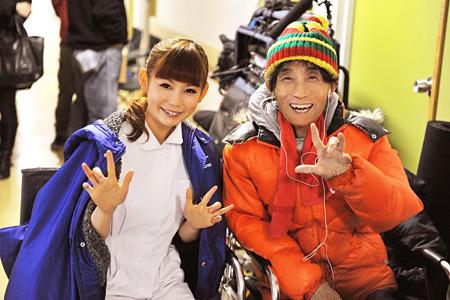 左から中川翔子、楳図かずお ©2014松竹株式会社