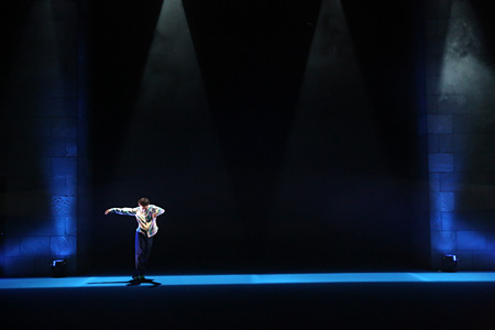 『ひとびとひとり』2014年1月 世田谷パブリックシアター シアタートラム 撮影:大洞博靖