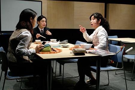 『忠臣蔵・OL編』(2003) 撮影:青木司