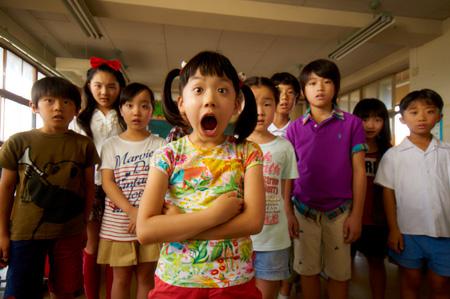 映画『円卓 ~こっこ、ひと夏のイマジン~』 ©2014「円卓」製作委員会