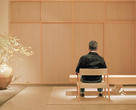 ベネディクト・パーテンハイマー『方向転換/杉本博司、2012年東京』2012年 / カラー写真 / 120×143cm ©Benedikt Partenheimer