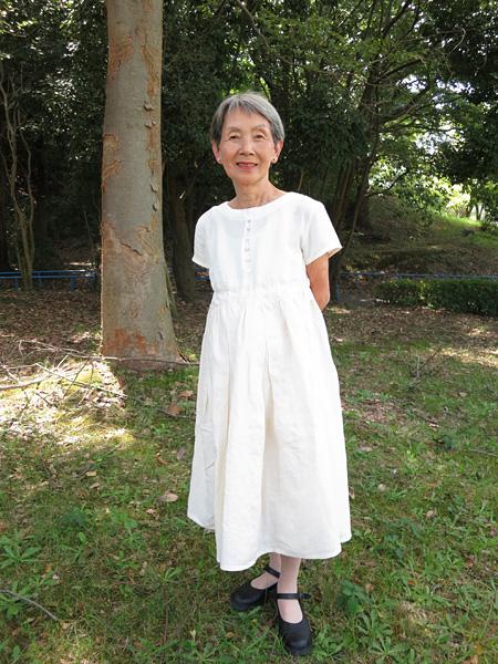 『母の服・白いミックスのワンピース』