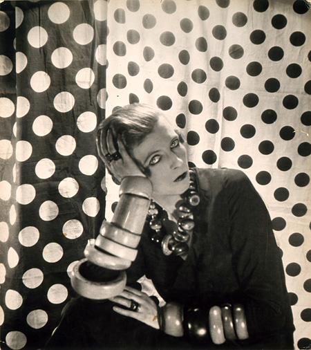 セシル・ビートン『ナンシー・キューナード』 1924年 神戸ファッション美術館蔵
