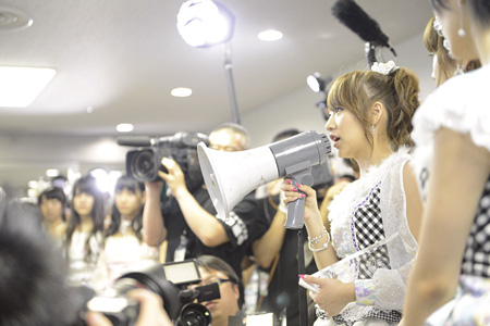 『DOCUMENTARY of AKB48 The time has come 少女たちは、今、その背中に何を想う?』より ©2014「DOCUMENTARY of AKB48」製作委員会