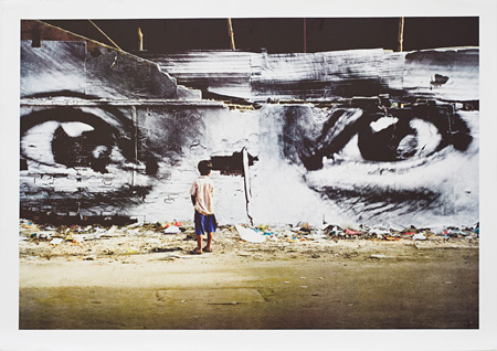 JR『Action in Phnom Penh, 2011』2011, lithograph on BFK Rives, e.d.500, 72.5 x 102.5 cm ©JR courtesy Idem, Paris