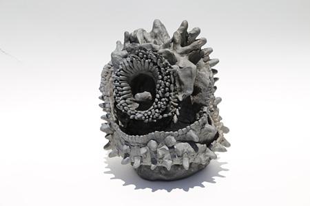 鎌江一美『アザラシの顔』 2010年 陶土 やまなみ工房蔵