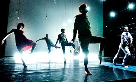 冨士山アネット×Dance Theatre 4P 国際共同制作『The Absence of the City』(2013)より