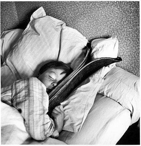 ロベール・ドアノー Robert Doisneau『小さいミシェルの夢 メジェーヴ』1936 ©Atelier Robert Doisneau/Contact