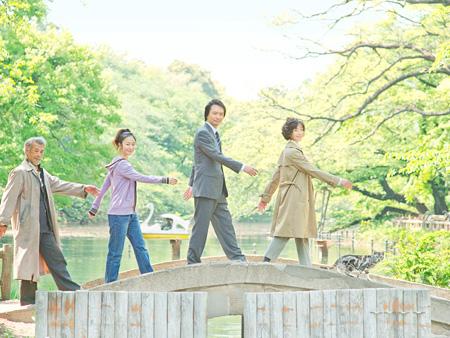 左から『グーグーだって猫である』に出演する田中泯、黒木華、長塚圭史、宮沢りえ