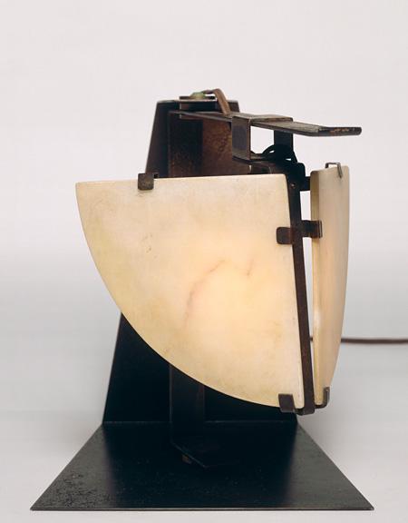 ピエール・シャロー『テーブルランプ』1923年 ポンピドゥー・センター、パリ国立近代美術館蔵 Photo©Centre Pompidou - MNAM CCI - Georges Meguerditchian, Dist.RMN-GP, distributed by AMF