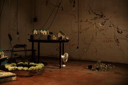 魚住哲宏+魚住紀代美『ミドリの椅子をここにならべて』 2012年