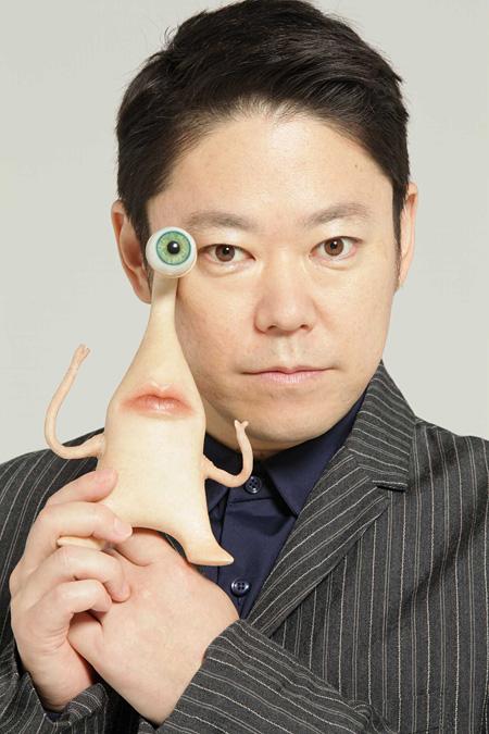 ミギー役を演じる阿部サダヲ ©映画「寄生獣」製作委員会