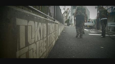 『TOKYO TRIBE』のプロモーションとして行われたリバースグラフィティのメイキング