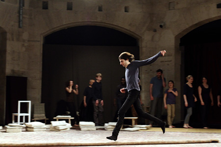 『ピーター・ブルックの世界一受けたいお稽古』 © BROOK PRODUCTIONS / CINEMAUNDICI / ARTE FRANCE - 2012 All Rights Reserved