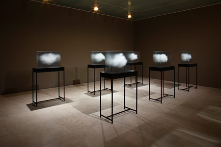 Leandro Erlich, The Cloud / size: 580 x 850 x 440 mm each / medium: ultra-clear glass, ceramic ink, solid surface base (photo: KIOKU Keizo, Courtesy: 21st Century Museum of Contemporary Art, Kanazawa)