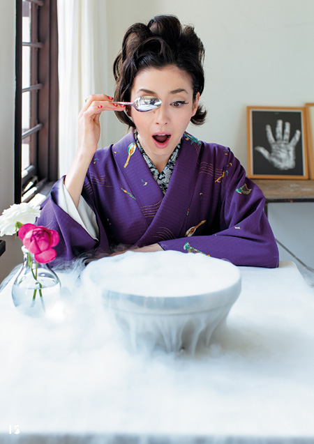 『花椿』10月号より 撮影:鈴木理策