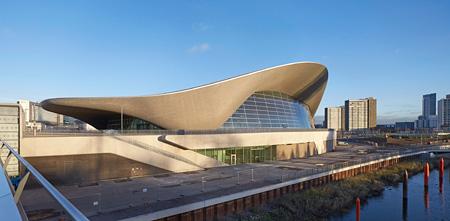 『ロンドン・アクアティクス・センター』ロンドン 2005~11/2014改修 photo: Hufton + Crow ©Zaha Hadid Architects