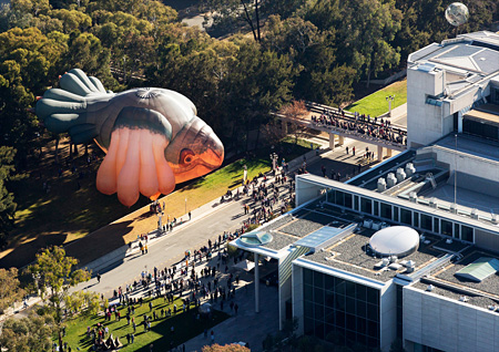 『The Skywhale』Patricia Piccinini, 2013