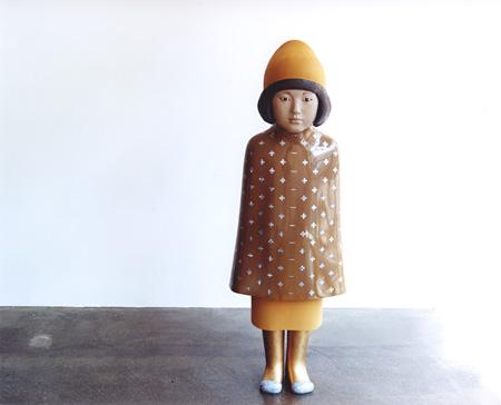 『untitled 2008』漆、麻布、螺鈿、LP粉、岩絵具、膠、黒曜石、大理石、etc. h.104×w.35×d.21cm 個人蔵 撮影:サトウ ノブタカ