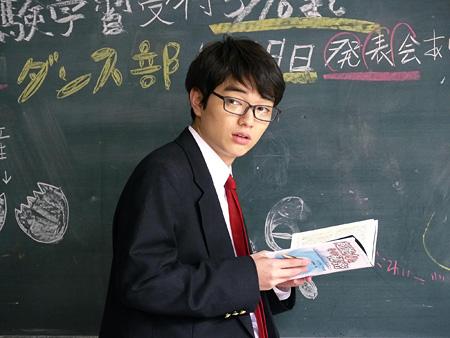 鴨川嘉郎役の染谷将太 ©「みんな!エスパーだよ!」製作委員会
