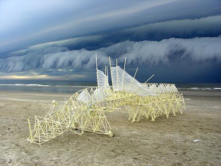 『アニマリス・ペルシピエーレ・レクタス』 セレブラム期(2006~現在) ©Theo Jansen