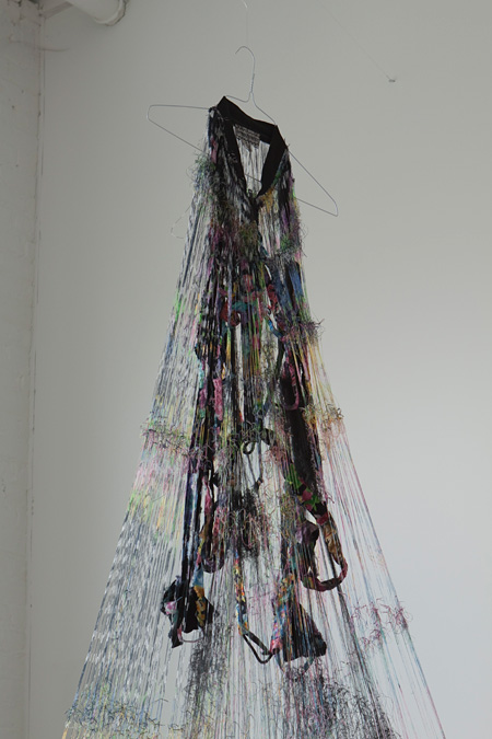 平野薫『untitled-jacket』2008年 作家蔵 photo by Katsuhiro SAIKI,courtesy of SCAI THE BATHHOUSE