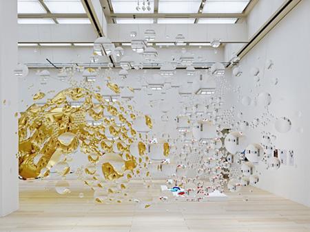 """荒神明香『コンタクトレンズ』2011 『建築、アートがつくりだす新しい環境―これからの""""感じ""""』展示風景、東京都現代美術館 撮影:阿野 太一 Courtesy of SCAI THE BATHHOUSE"""