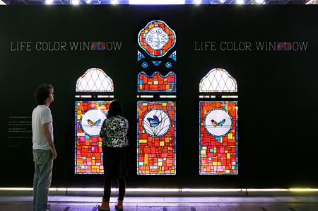 『LIFE COLOR WINDOW』資生堂銀座ビル展示風景
