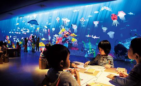 『お絵かき水族館』チームラボ、2013
