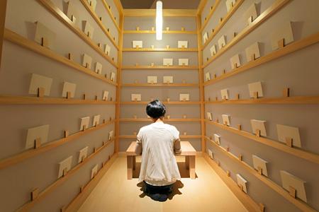 リー・ミンウェイ『プロジェクト・手紙をつづる』 1998年 展示風景:「リー・ミンウェイ:非永続性」シカゴ・カルチャー・センター、2007年 撮影:Anita Kan