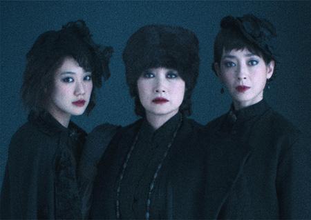 左から:蒼井優、余貴美子、宮沢りえ(撮影:加藤孝)