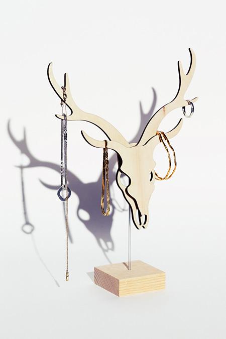 黒木渚『虎視眈々と淡々と』限定盤に付属する木製鹿オブジェ