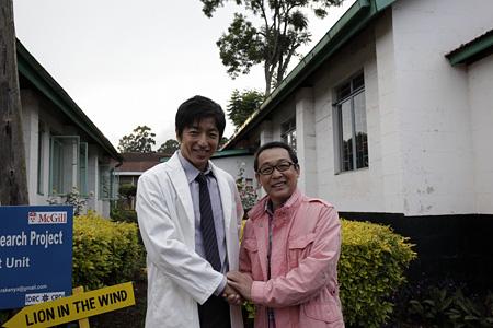 大沢たかおとさだまさし ©2015「風に立つライオン」製作委員会