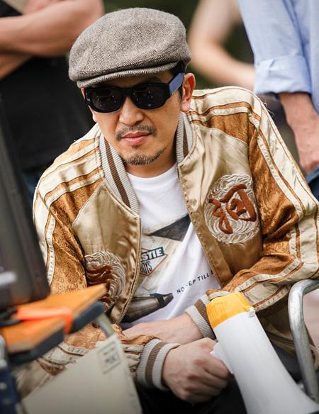 特撮ヒーロ番組の監督役のANI(スチャダラパー) ©「怪奇恋愛作戦」製作委員会