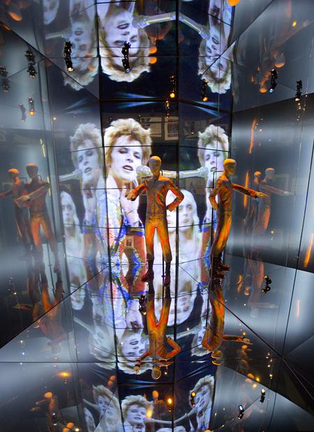 ヴィクトリア&アルバート博物館『デヴィッド・ボウイ・イズ』展より  courtesy David Bowie Archive ©Victoria and Albert Museum, London