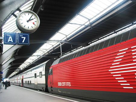 『スイス連邦鉄道とモンディーンの鉄道時計』