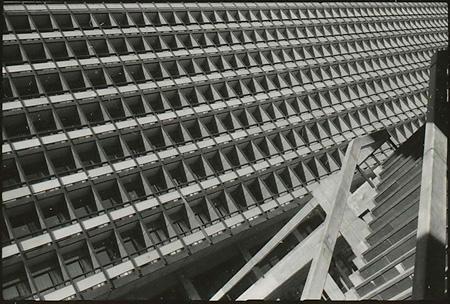 東京都庁舎(東京都千代田区、1957年)1957年撮影 ©丹下健三