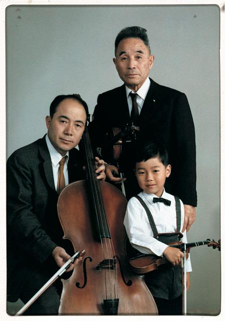 幼少時の平間至と祖父、父の記念写真