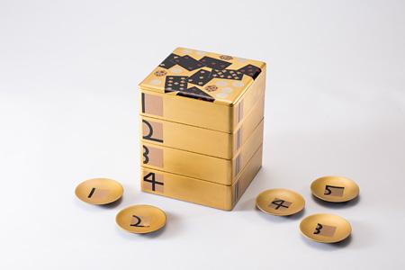 「カジノ重箱」「数字柄 小皿」服部一成×川連漆器
