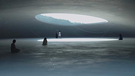『あえかなる部屋 内藤礼と、光たち』 ©2014「あえかなる部屋 内藤礼と、光たち」製作委員会