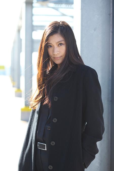 雪平夏見役の篠原涼子 ©2015 関西テレビ放送/フジテレビジョン/ジャパン・ミュージックエンターテインメント