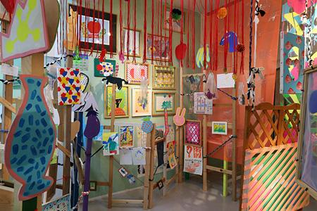 『小橋陽介とColliuの「めくるめくまくまくり展」』会場風景 ©Yosuke Kobasi, ©Colliu, courtesy of GALLERY MoMo